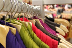 organize closet space by color