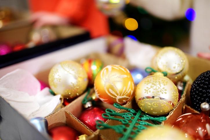 holiday decoration organizing tips