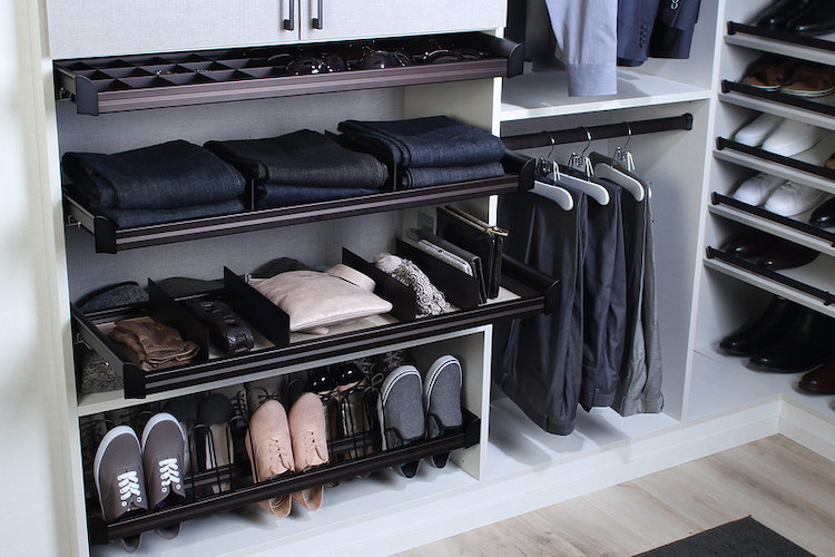 A well-designed contemporary closet